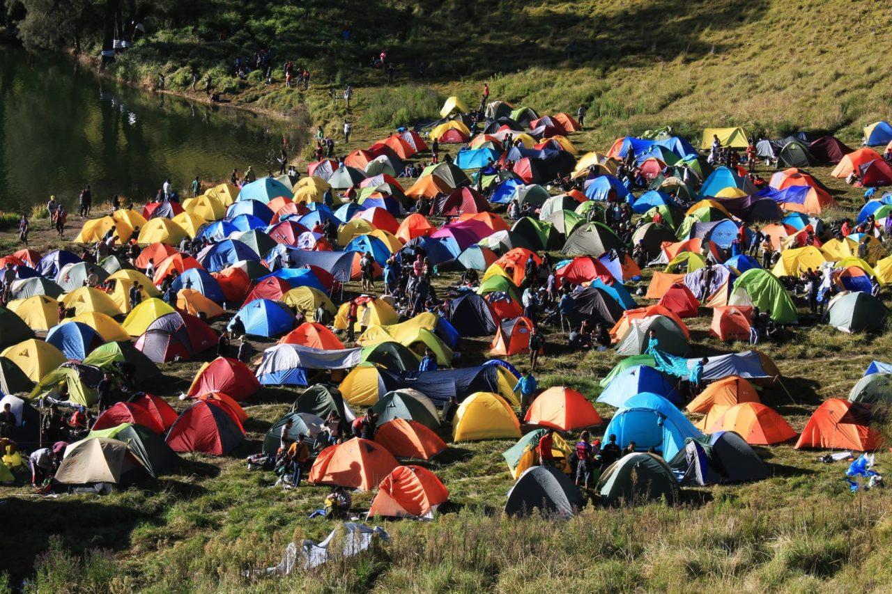 Viele Zelte auf Zeltplatz