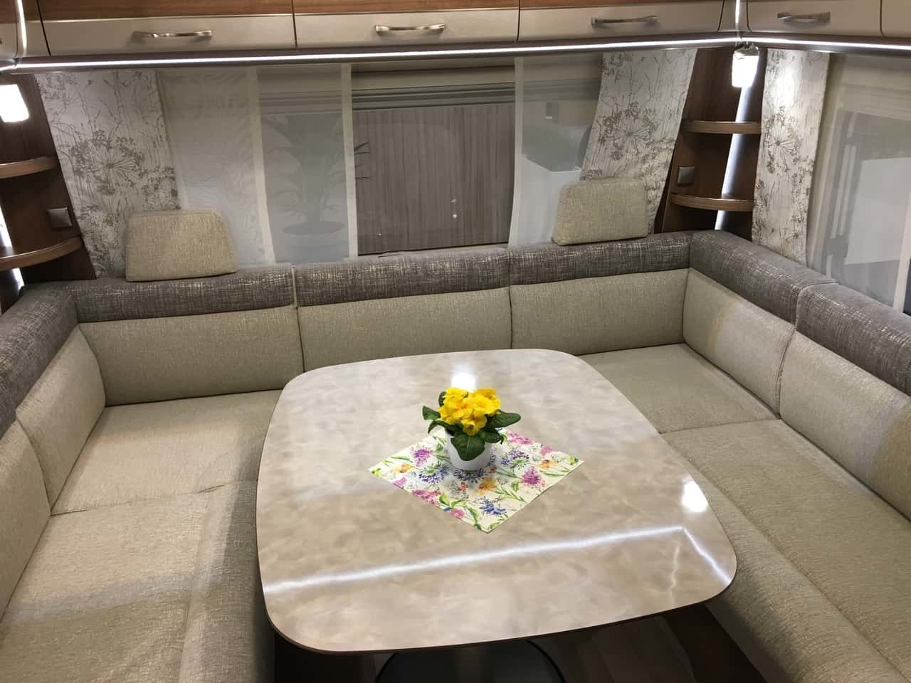 faltcaravan vs wohnwagen der ultimative vergleich. Black Bedroom Furniture Sets. Home Design Ideas