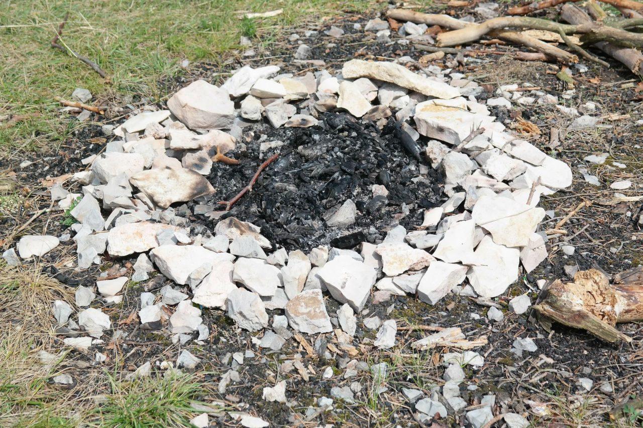 Lagerfeuer anzünden & löschen: So machst du es richtig! 1