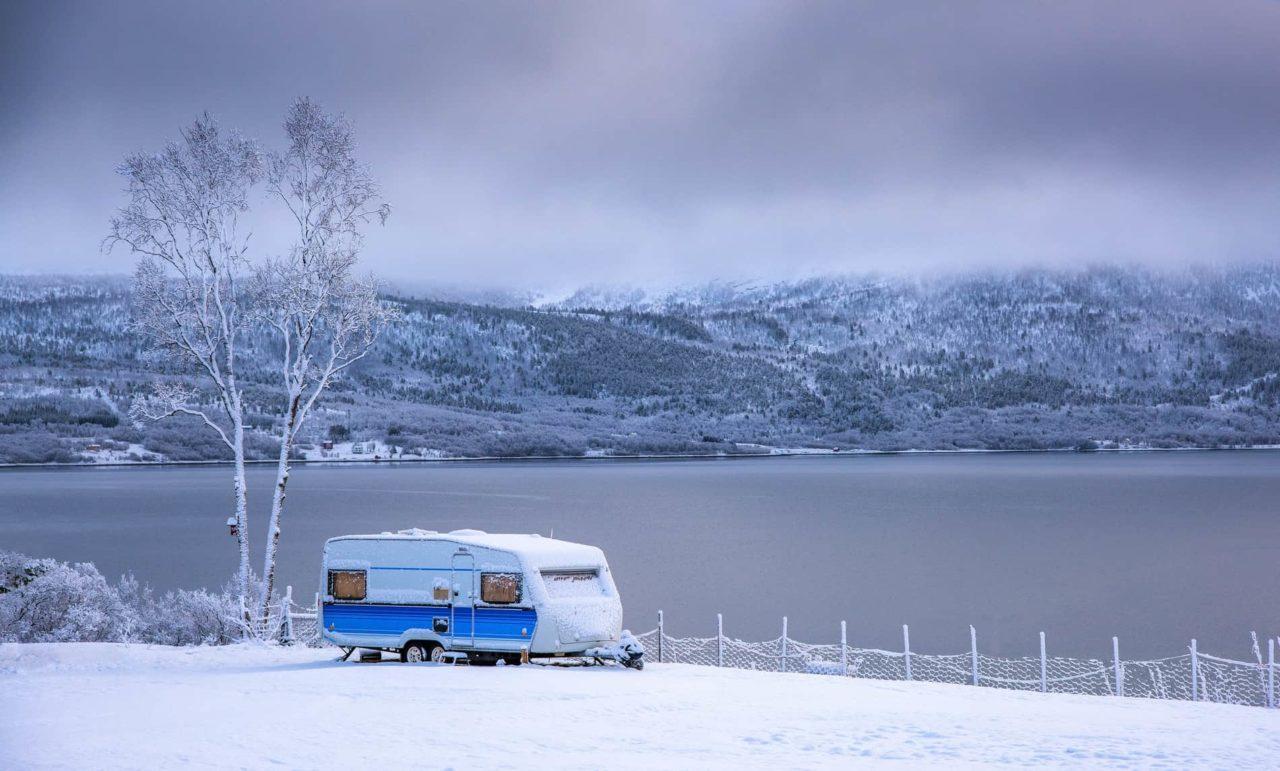 wohnwagen im schnee ohne abdeckung