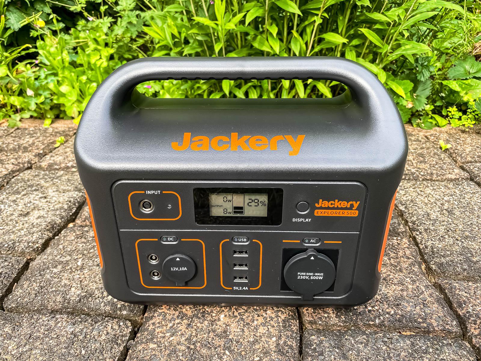 Jackery Explorer 500 Power Station Test - Ansicht von vorne, Anschlüsse, Display